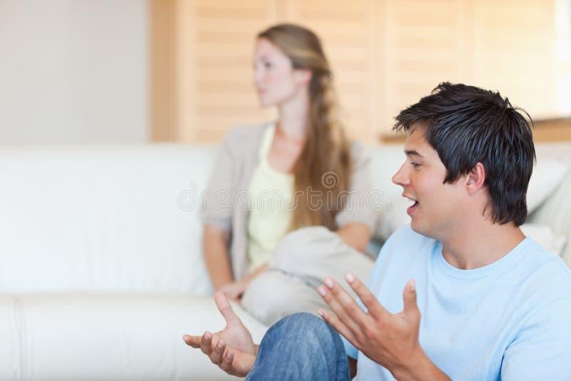 新夫妇争论 库存照片
