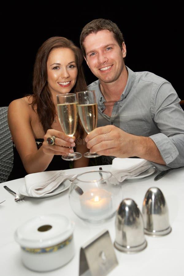 新夫妇在餐馆 库存照片