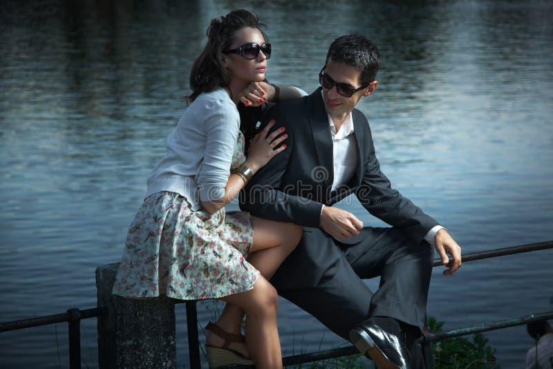 新夫妇的太阳镜 免版税图库摄影