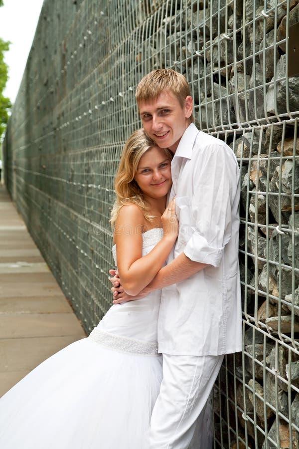 新夫妇纵向婚礼 库存照片