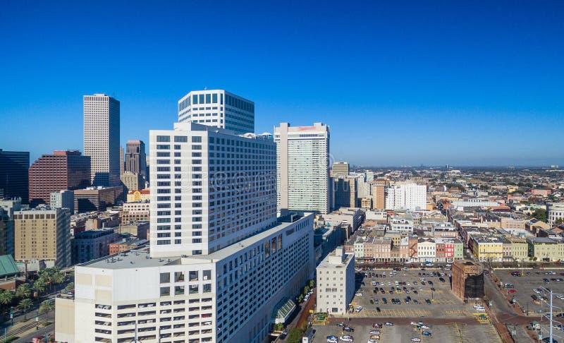 新奥尔良地平线在一个晴朗的冬日, Louisi鸟瞰图  免版税库存照片