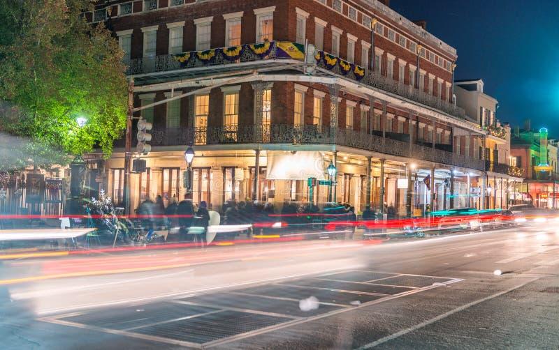 新奥尔良街灯在狂欢节夜 免版税库存图片