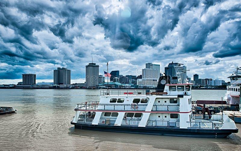 新奥尔良路易斯安那市地平线和街道场面图片