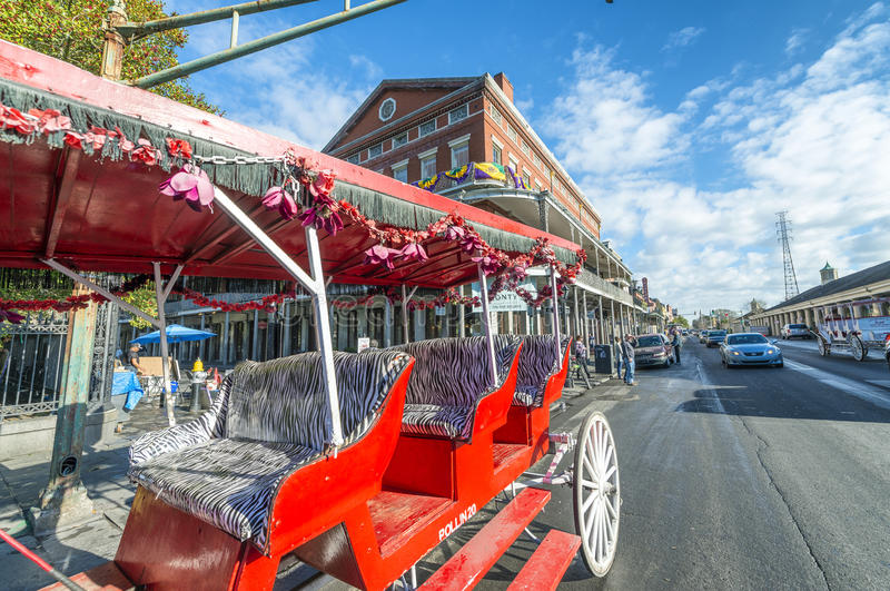 新奥尔良,美国- 2016年2月:沿起重器的红色马支架 免版税库存照片