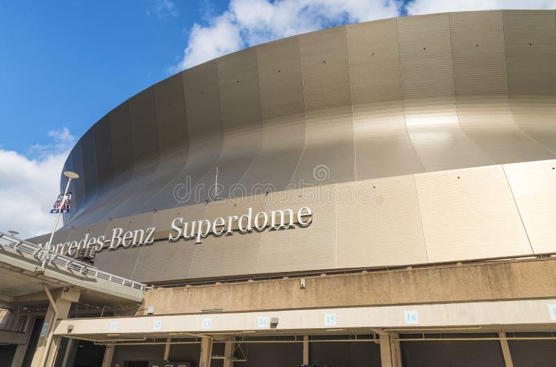新奥尔良, LA - 2016年1月:奔驰车Superdome,家 库存照片