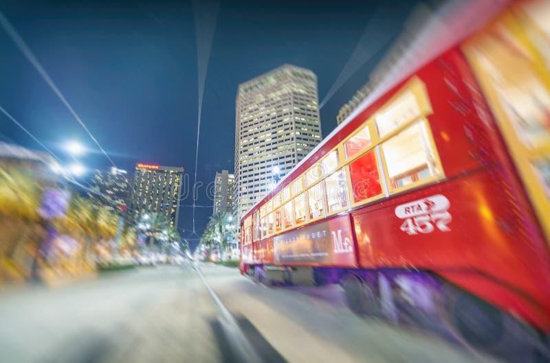 新奥尔良, LA - 2016年1月:新奥尔良路面电车在晚上 免版税库存图片