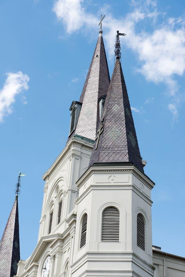 新奥尔良, LA - 4月13日:圣路易在杰克逊广场,新奥尔良大教堂大教堂美好的建筑学  免版税图库摄影