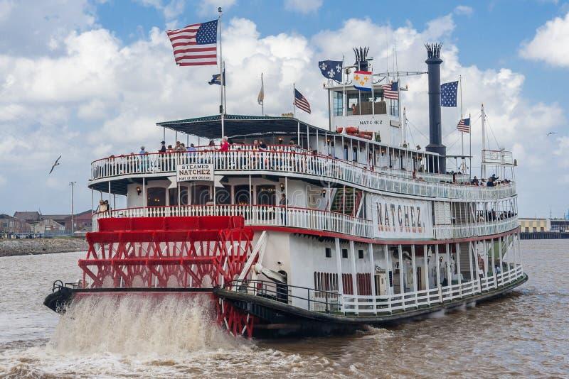 新奥尔良, LA/USA -大约2009年3月:密西西比河的汽船Natchez运载的游人在新奥尔良,路易斯安那 免版税库存照片