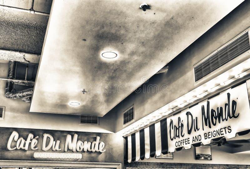新奥尔良- 2016年1月:Cafe du Monde入口标志 咖啡馆d 免版税图库摄影