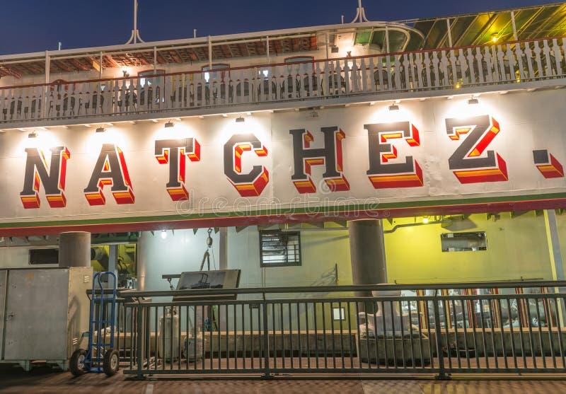 新奥尔良- 2016年2月9日:在夜靠码头的alo的Natchez小船 免版税库存图片