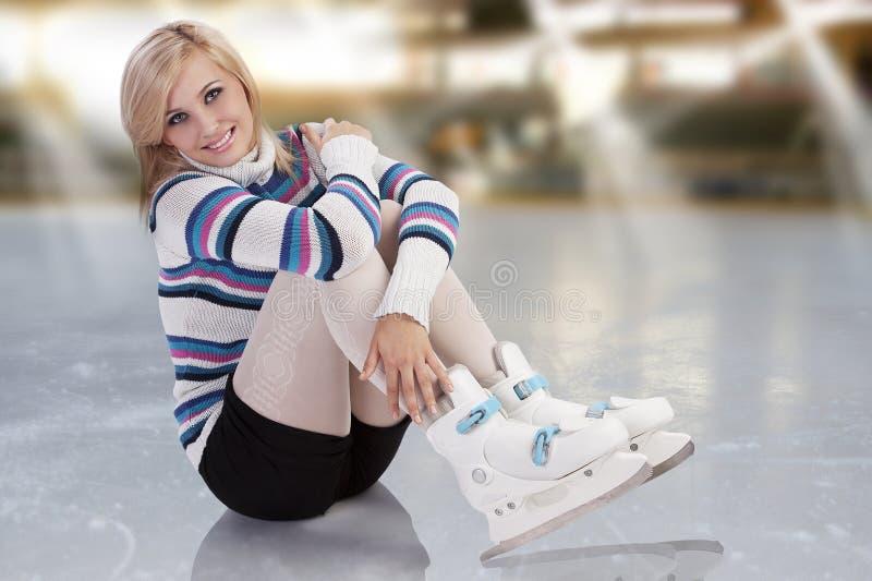 新女孩华美的冰鞋 库存照片