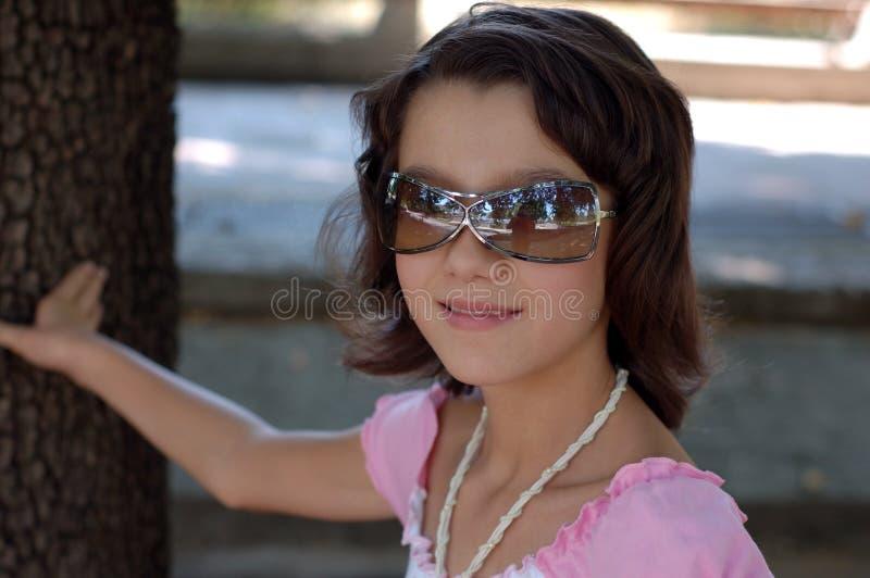新女孩的太阳镜 免版税图库摄影