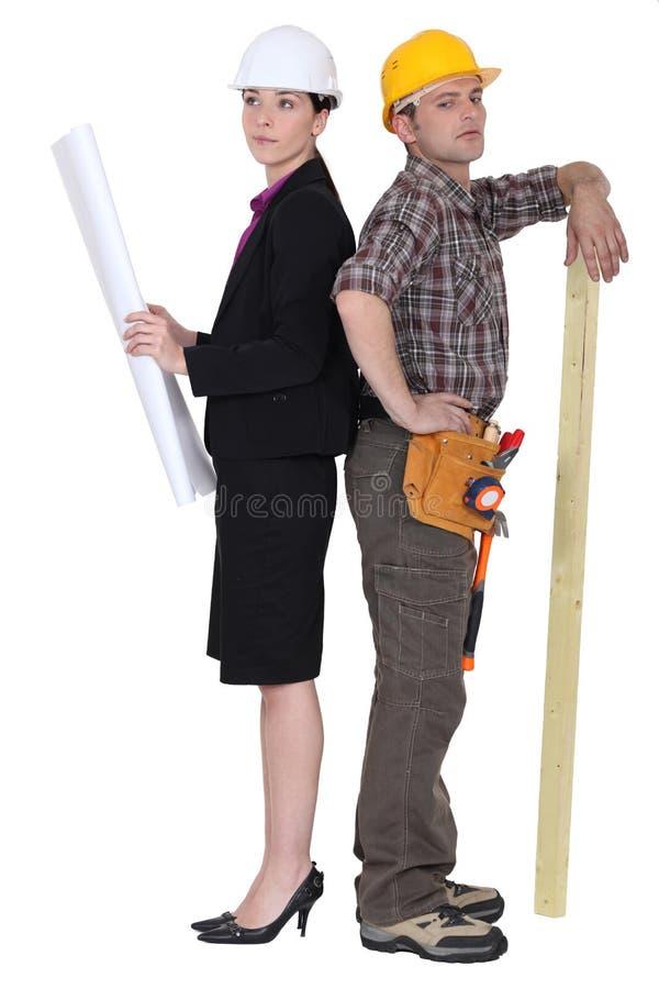 新女性建筑师和木匠 库存照片