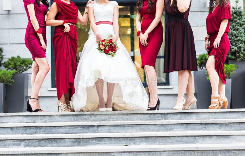新娘和女傧相行程 库存图片