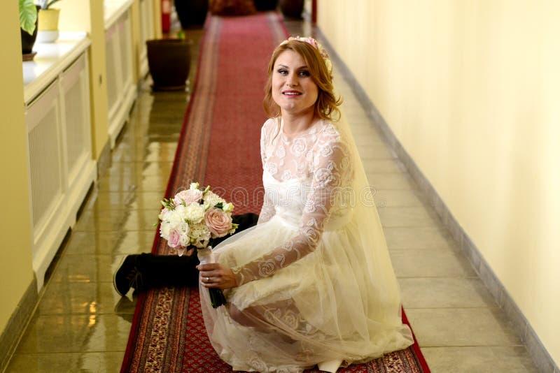 新娘和小男孩 免版税库存图片