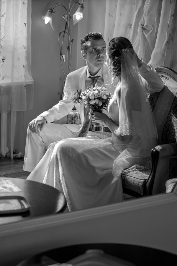 新娘和新郎和婚礼时间 免版税库存图片