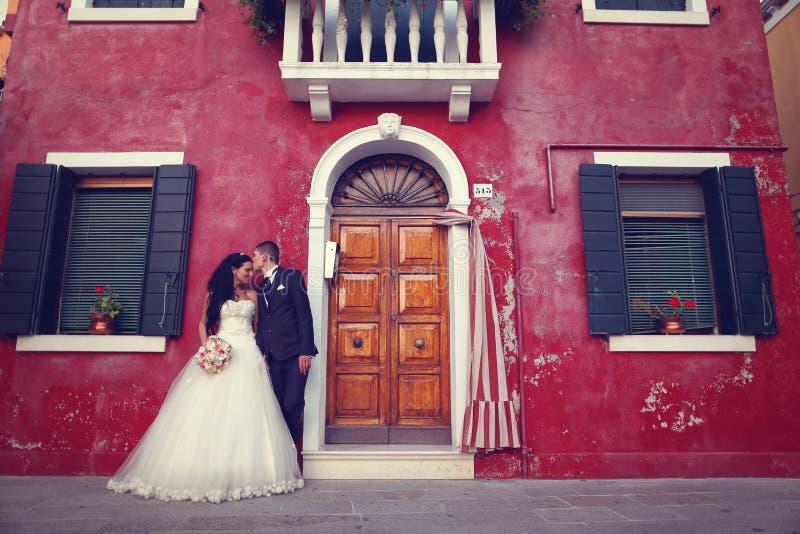 新娘和新郎在威尼斯 免版税图库摄影