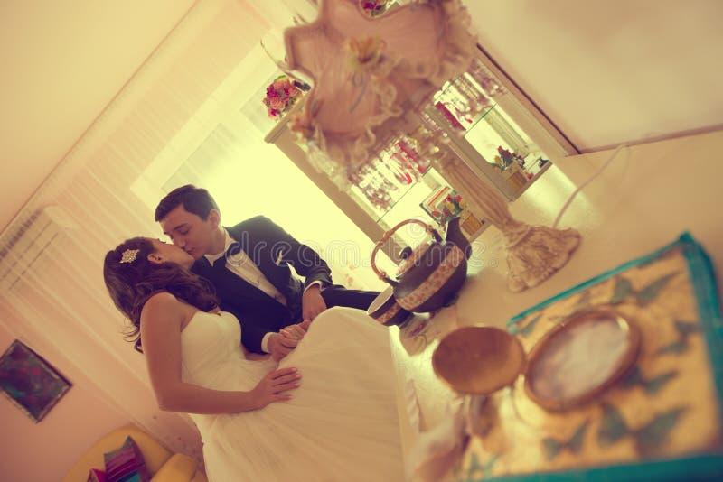 新娘和新郎在家 库存图片