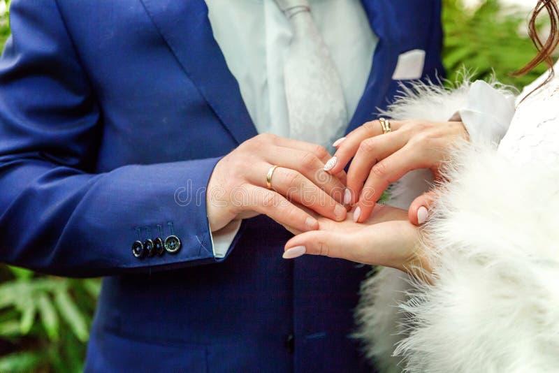 新娘和新郎的现有量 图库摄影