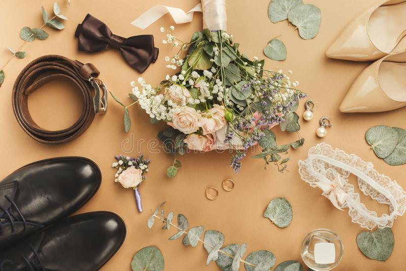 新娘和新郎鞋子顶视图  图库摄影