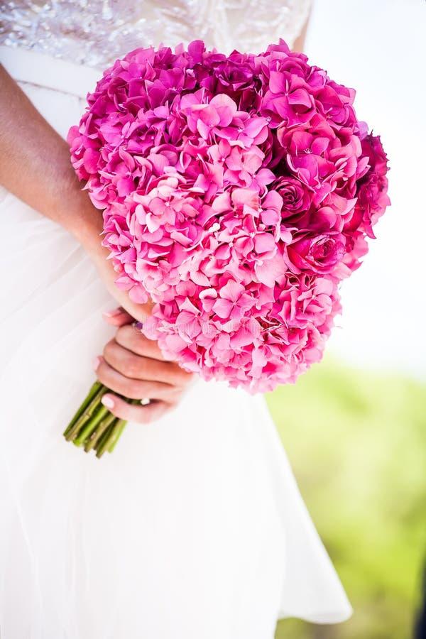 新娘和花束 免版税库存照片