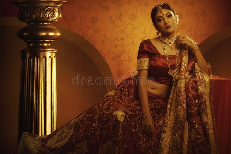 新娘在宫殿 库存图片