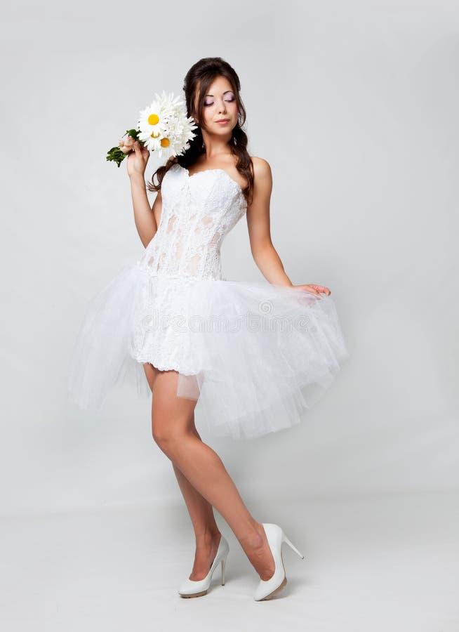Download 新娘在工作室 库存照片. 图片 包括有 白种人, 春黄菊, 花束, 女性, 构成, 现有量, 有吸引力的 - 62530664