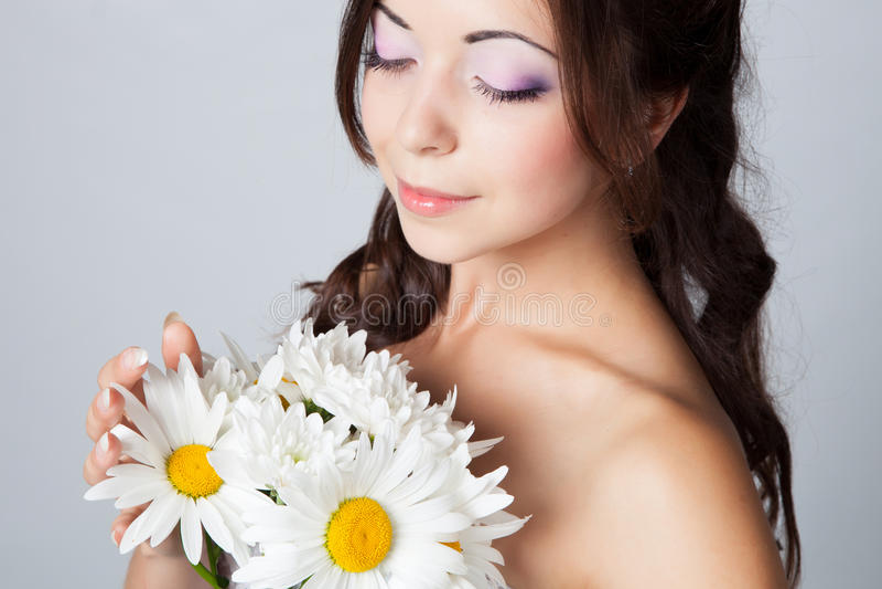 Download 新娘在工作室 库存图片. 图片 包括有 装饰, 衣裳, beauvoir, 花卉, 白种人, 方式, 表面 - 62530685