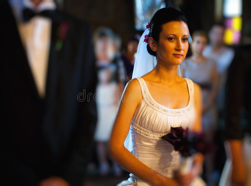 新娘在教会里 免版税图库摄影