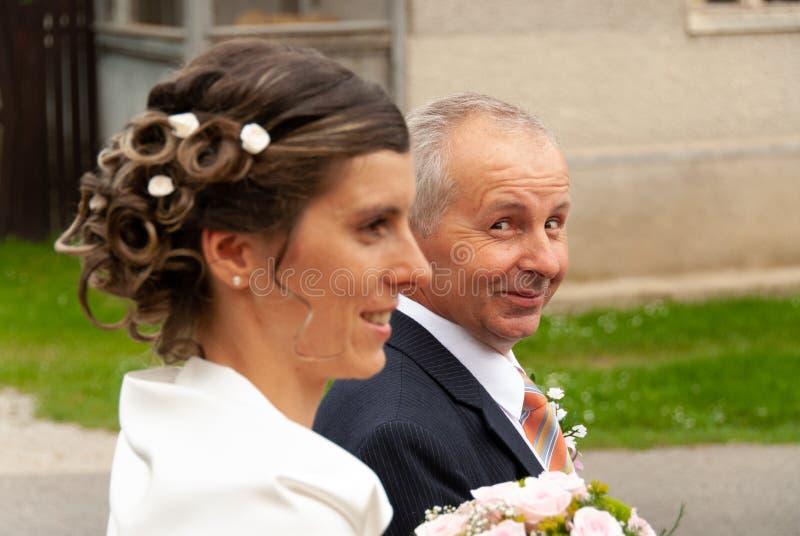 新娘微笑的父亲 库存图片
