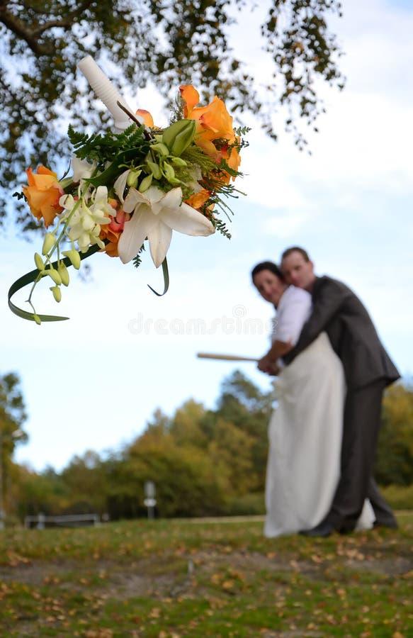 新娘投掷的花圈 库存照片