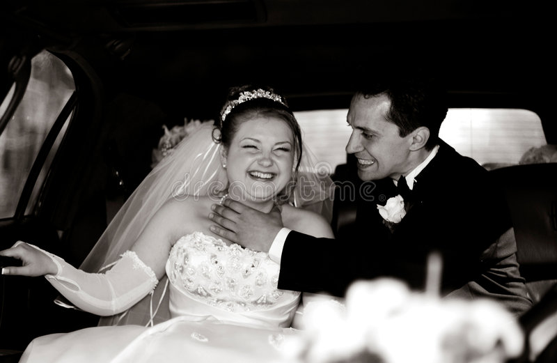 Download 新娘有乐趣的新郎大型高级轿车 库存图片. 图片 包括有 大型高级轿车, 关系, 兴奋, 傲慢, 情感, 收集, 期初的 - 64177
