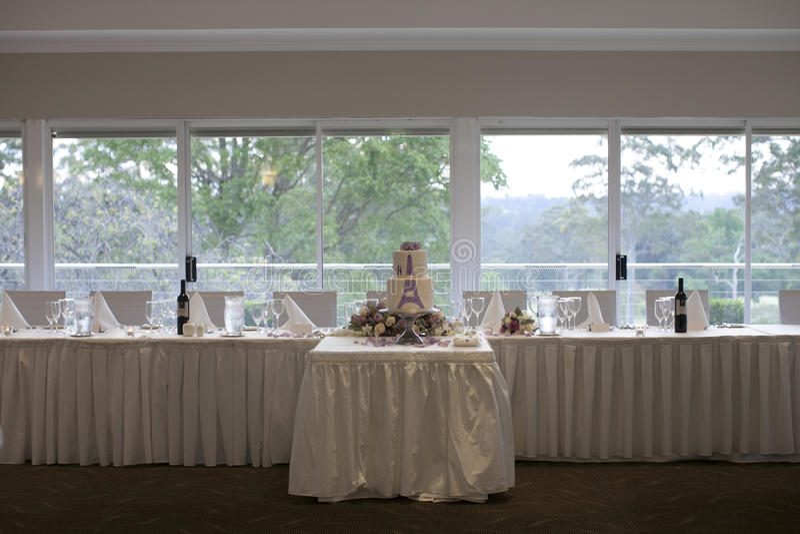 新娘桌和婚宴喜饼招待会设定 库存图片