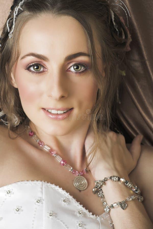 新娘棕色头发长微笑 库存照片
