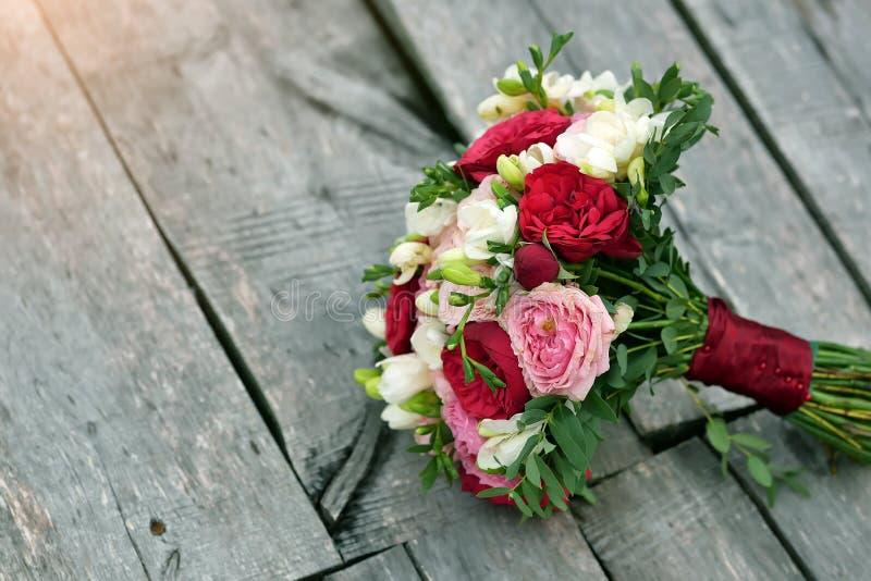 新娘的婚姻的花束美好的背景的 免版税库存图片