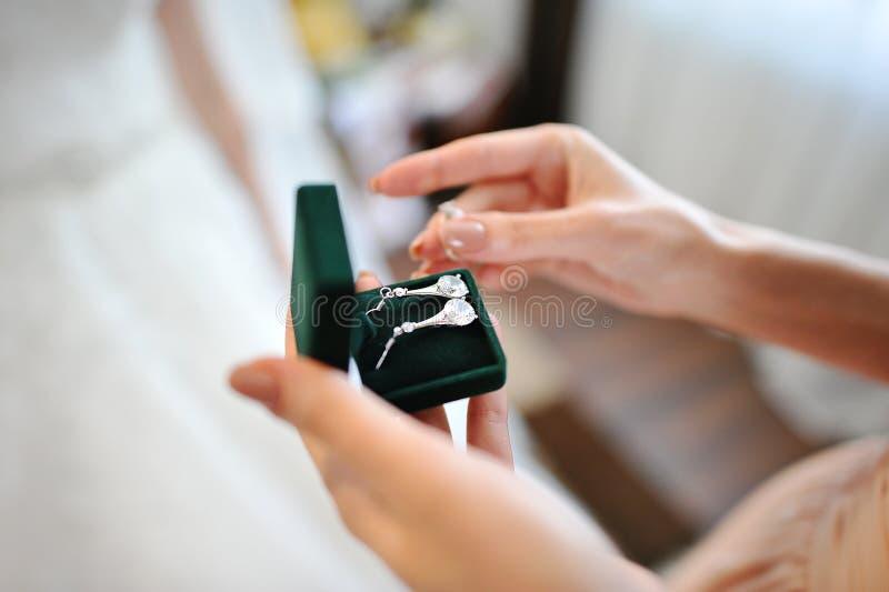 新娘的耳环 免版税库存照片