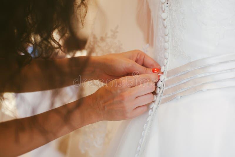 新娘礼服佩带的婚礼 免版税图库摄影