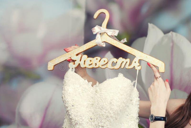 新娘礼服挂衣架婚礼 库存照片