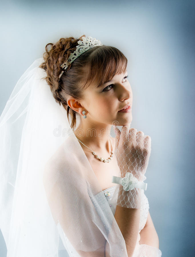 新娘礼服穿戴的高雅婚礼白色 免版税库存图片