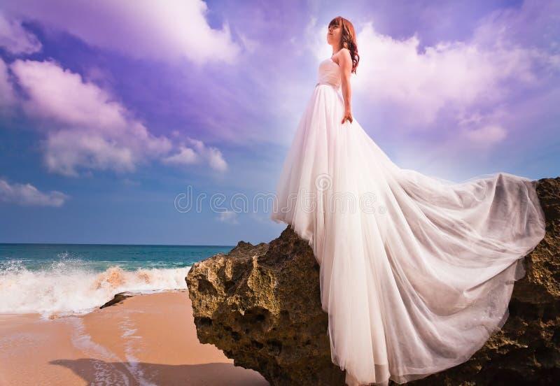 新娘礼服穿戴的婚礼 免版税库存照片