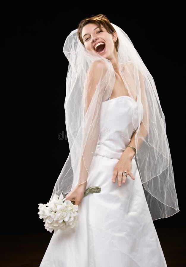 新娘礼服笑的面纱婚礼年轻人 免版税库存照片
