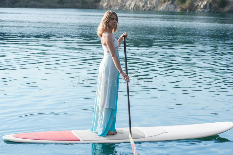 新娘站立paddleboard01 库存图片