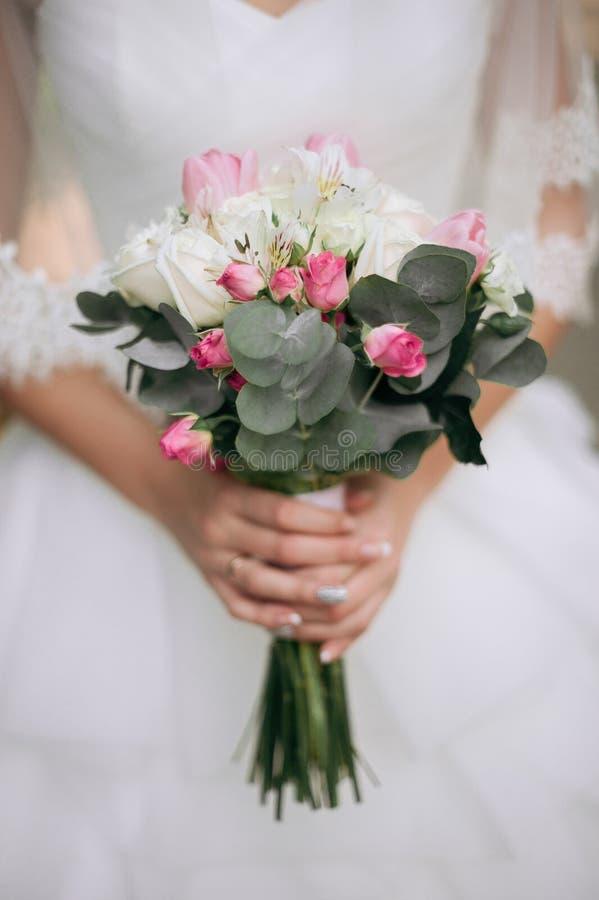 新娘boho样式 那些女孩没被看见是仅可看见的手 库存图片
