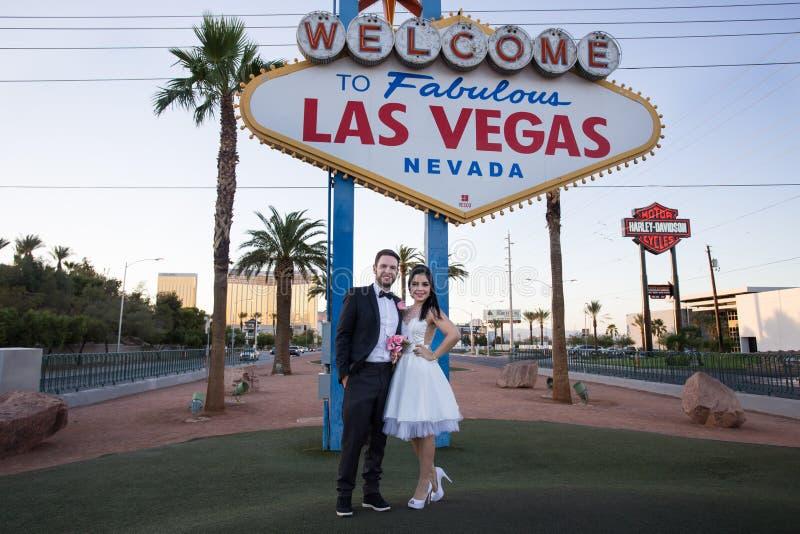 新婚佳偶在拉斯维加斯 免版税库存图片