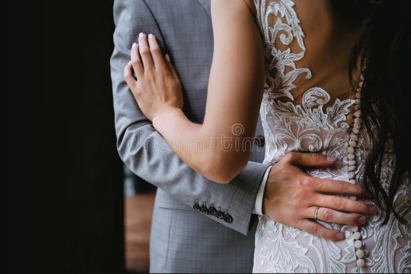 新婚佳偶,在婚礼前 免版税库存照片