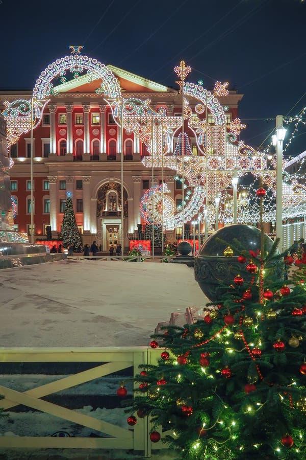 新年和圣诞节装饰和光在莫斯科,俄罗斯街道  库存照片