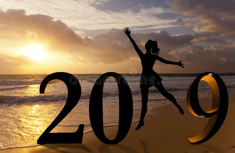 新年好卡片2019年 跳跃在海的热带海滩和2019数字的剪影年轻女人有日落背景 库存图片