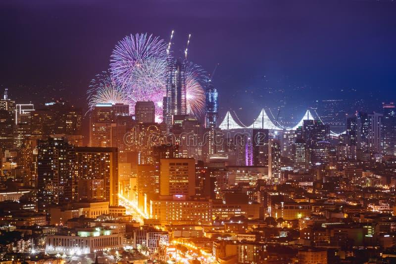 新年好烟花在旧金山加州美国2017年 库存图片