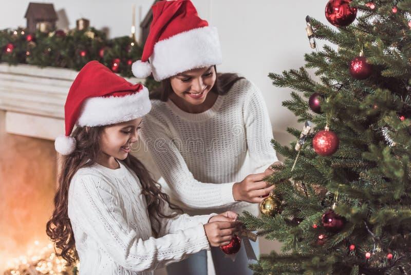 新年快乐!女孩和妈妈 免版税库存照片