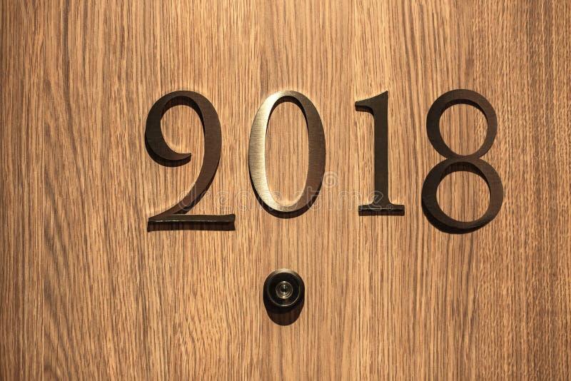 新年快乐2018年概念,在上写字在旅馆门 库存图片